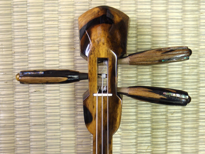 画像2: 最高級銘木黒柿三線セット 透明漆塗り・与那型 大型