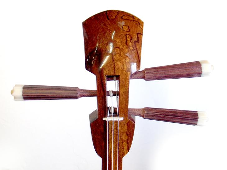 画像1: 沖縄産上質クロユシギ(ゆし木・和名:イスノキ)三線セット 糸蔵長与那型 線模様入り 透明漆塗