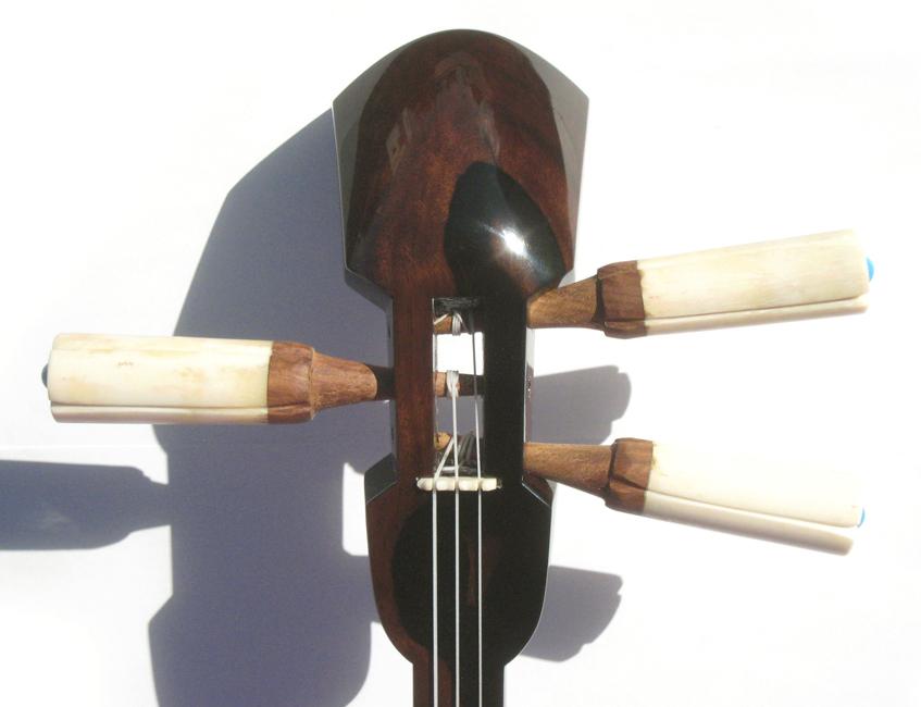 画像1: 黒檀三線セット〜龍の舞〜 オリジナル 牙(きば)カラクイ付 透明漆塗り・糸蔵長与那型(大型)